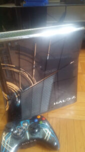 Limited Edition Halo 4 Xbox 360 Slim + Controller.
