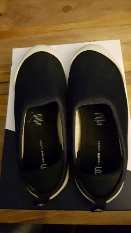 9dea3cba656 Mahabis size 41 womens Navy slippers