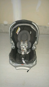 Graco Classic Connect 35 infant car seat with base