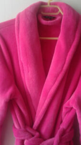 Soft Pink Fleece Robes/House coats! Great for Guests! SM & XL