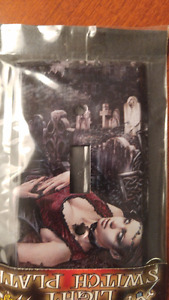 MISP ~ Collectible ~ Beautiful Metal Vampire Light Switch Plate