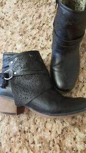 Taxi Boots size 9