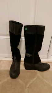 Women's Cougar Mirage winter boots - Size 8...