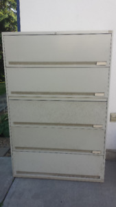 MAJOR PRICE DROP - metal filing cabinet - lockable - OBO