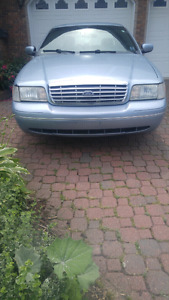 2003 Ford Crown Victoria Lx **REDUCED 4 QUICK SALE