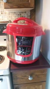 MOVING SALE ** 8 quart Pressure Cooker MOVING SALE