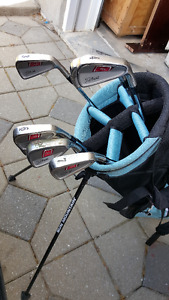 Titleist Right handed irons + 2 bags