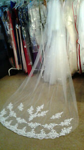 Beautiful 1T 2.7M Lace Cathedral Length Bridal Veil w/Comb - New