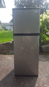 REFRIGERATOR  stainless steel looking (w18.6xh49.6xd18.2)