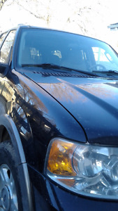 2004 Ford Expedition 4 door SUV, Crossover