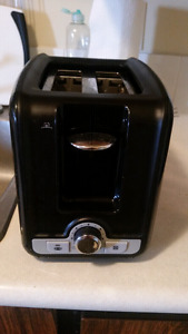 Like new - barely used toaster. Perfect condition