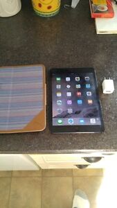 (UNLOCKED) BLACK 16GB 4G APPLE IPAD MINI INCLUDES CASE & CHARGER