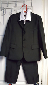 Fancy Kids, 4 pc Suit, Size 6, Great For Weddings!!!   $45 Firm