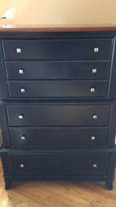 Beautiful brown 6 drawer dresser, adds character to the room
