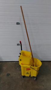 Rubbermaid Side press mop bucket and mop - very good conditon.