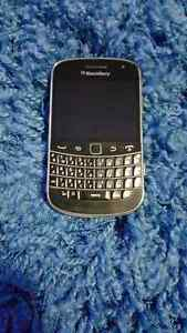Wholesale lot of Blackberry 9900 (Bold) .....50pcs available