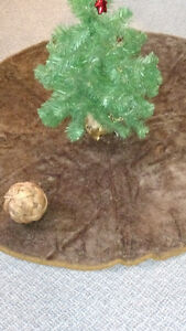 BROWN FUZZY TREE SKIRT