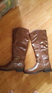 Like New Boots Size 7 London Ontario image 2