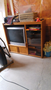 Oak entertainment with 32 inch tv