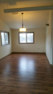 2 bedroom apartment in country setting, close to town
