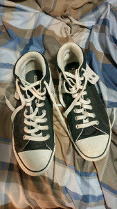 Lightly used converse size 10 1/2