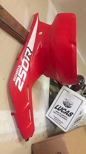 Fender kit complete  oem honda trx 250r 1988