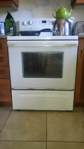 WHITE WHIRLPOOL STOVE AND OVEN