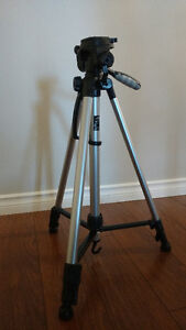 Canon DC100 DVD Camcorder and Tripod Kingston Kingston Area image 10
