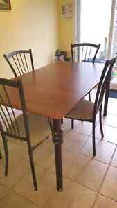 JUST REDUCED 5 PIECES DINING SET