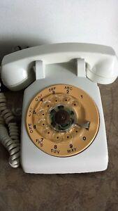 TÉLÉPHONE A ROULETTE VINTAGE.