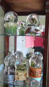 musical globes collection and display armoire Gatineau Ottawa / Gatineau Area image 2
