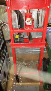 12ton hydralic press trade for chainsaw or?? or cash offer London Ontario image 2