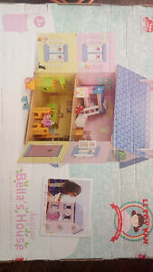 Le Toy Van Doll House (Still in box)