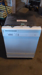 FOR SALE: Whirlpool Dishwasher