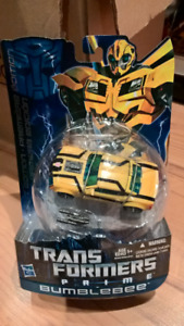 Transformers Prime First Edition Deluxe Class Bumblebee