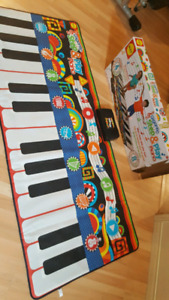 Piano step and play