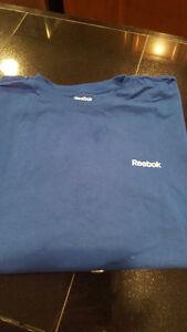 Men's Reebok t-shirt XXL - $5