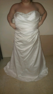 Size 18 Wedding Dress for sale 500 obo