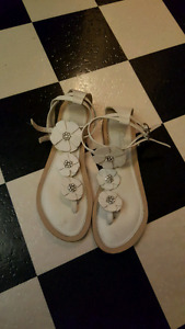 Beautiful Daisy Shoes - Size 8