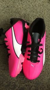 Girls puma soccer shoes