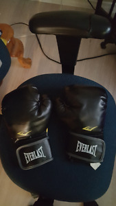Everlast Black boxing gloves