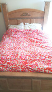 Queen-size bed frame mint condition + mattress