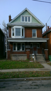 """""""143 Avondale Ave N. - NEWLY RENOVATED - 4 BDRM - 2nd FLOOR UNIT"""