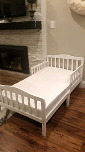 Fantastic White Toddler Bed with mattress!
