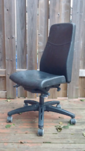 IKEA leather office chair / chaise de bureau en cuir