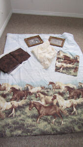 Twin size Horse Bedding - in Excellent condition