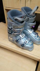 Bottes de ski Nordika pour femme grandeur 6.5