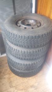 pneu hiver 235/75r15 rimé