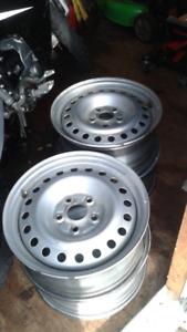 Roues ou rims  (4) Honda gris 16 pouces.