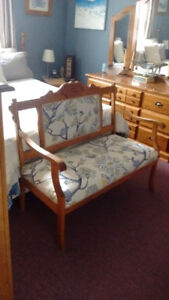 MODERNLY UPHOLSTERED ANTIQUE SITTING BENCH